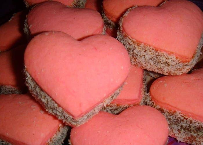 Alfajores de maicena en forma de corazón para San Valentín