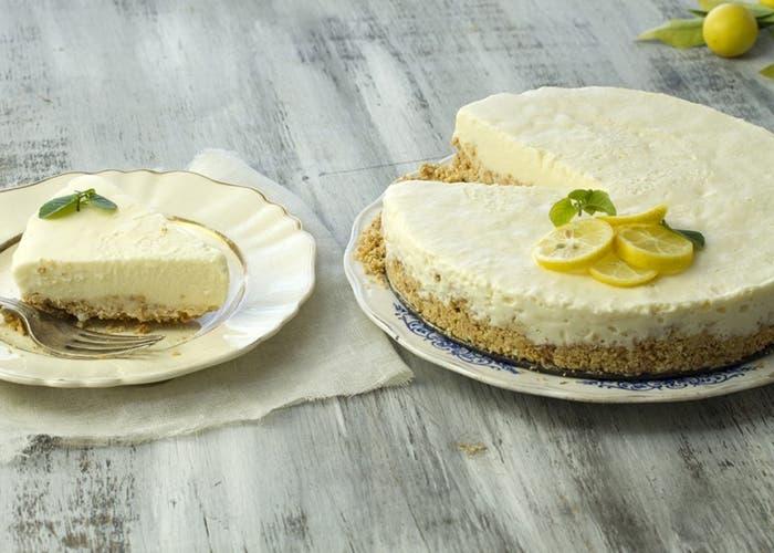Torta helada con limón y leche condensada