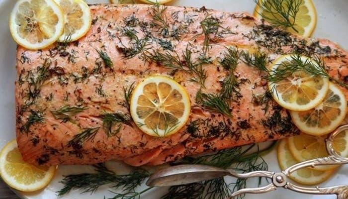 Salmón al horno con limón y hierbas