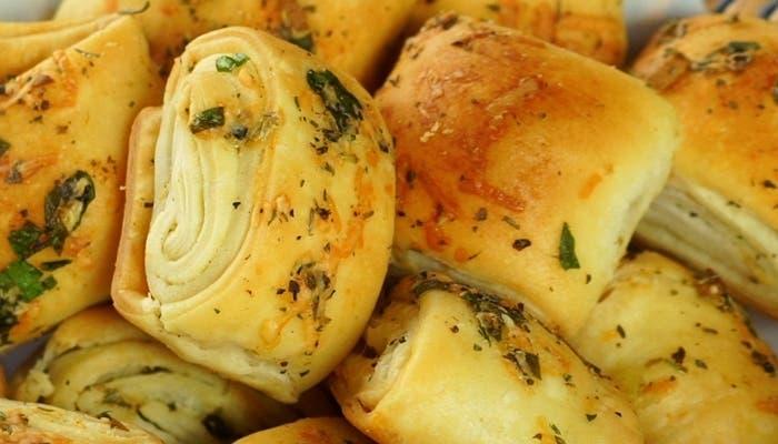 Pancitos de ajo con queso parmesano