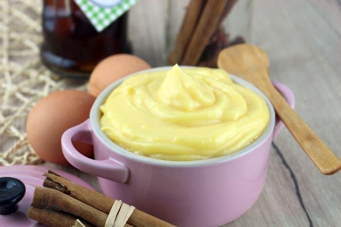 Receta de crema pastelera tradicional y de chocolate al microondas