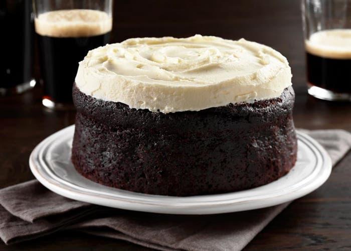 Receta de Guinness cake (torta de chocolate y cerveza negra)