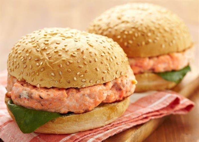 Hamburguesa de salmón, receta paso a paso