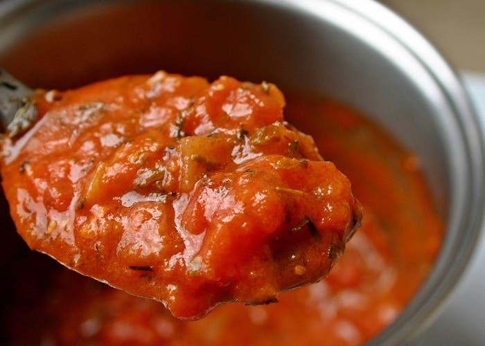 Salsa de tomate, albahaca y queso para acompañar tus pastas preferidas