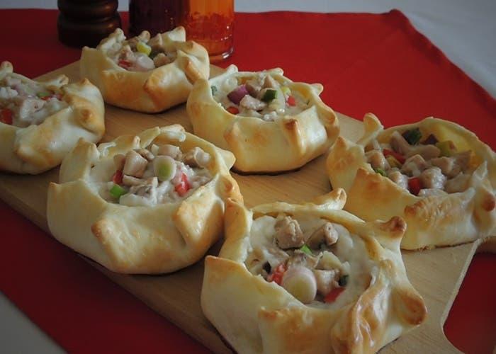 Receta de canastas de pollo y cebolleta con salsa blanca