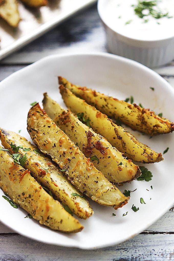 Gajos de patatas con queso y ajo