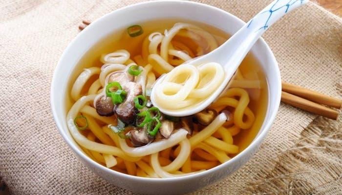 Sopa de fideos vegetariana