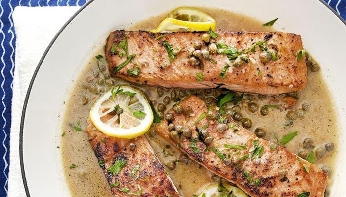 Receta de piccata de salmón con salsa de limón