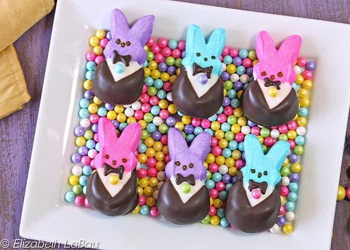 conejitos Peeps con esmoquin de chocolate