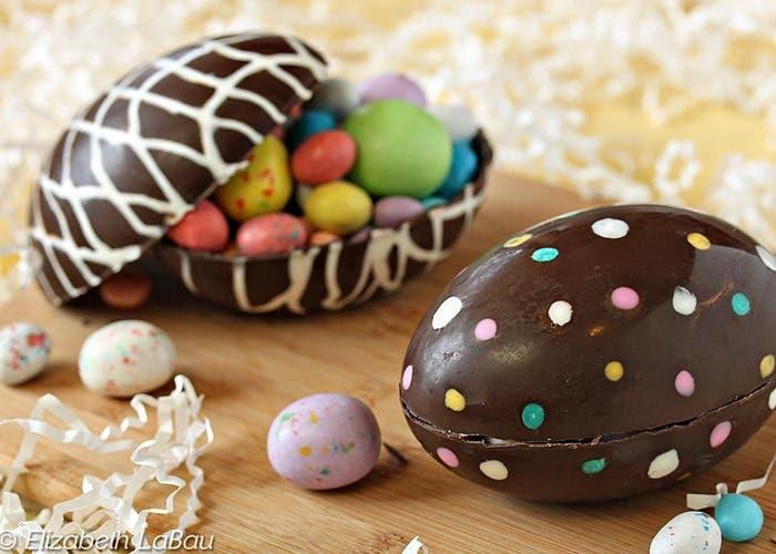 huevos de pascua de chocolate huecos