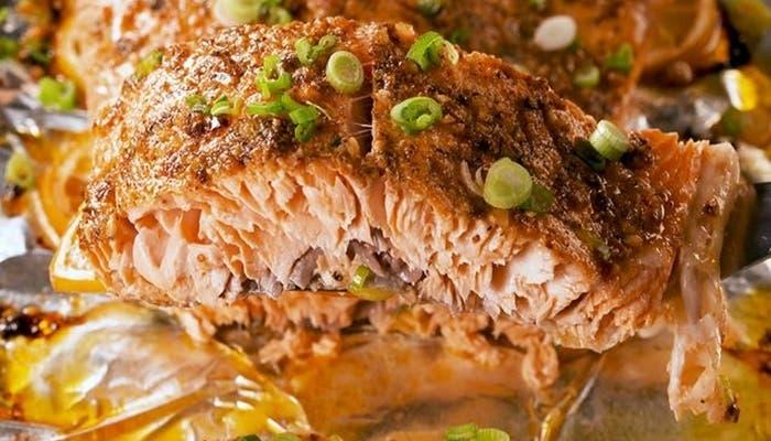Salmón al horno con mantequilla de cajún, receta paso a paso