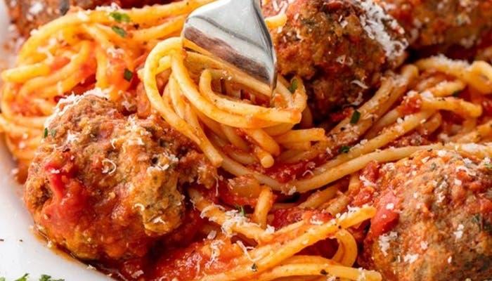espaguetis y albondigas