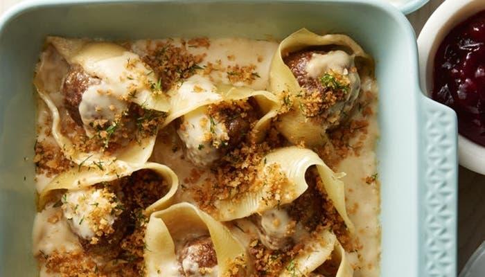 Conchas de pasta rellenas de albóndigas
