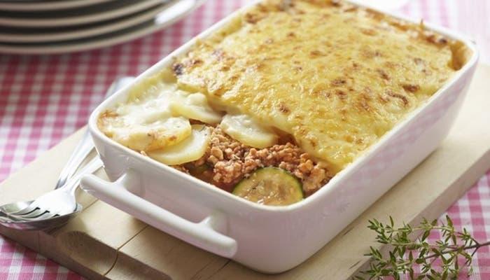 La moussaka griega con patatas es una gran opción para aquellos a quienes no les gusta la versión con berenjenas