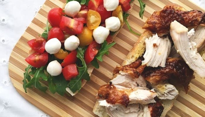 Receta de sándwich caprese de pollo asado con mostaza trufada
