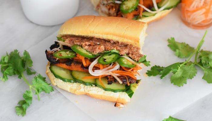 emparedado de pollo vietnamita