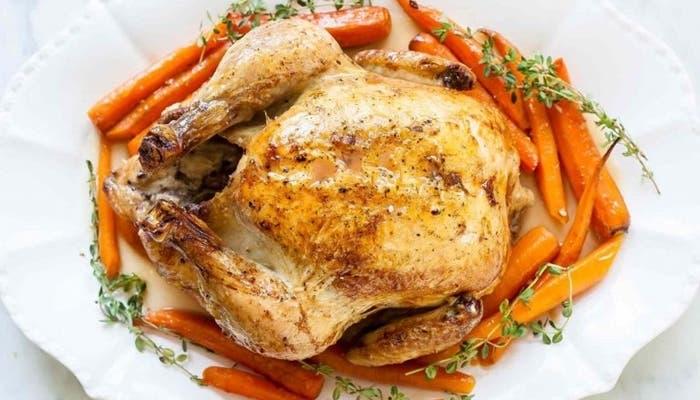 Pollo asado con zanahorias