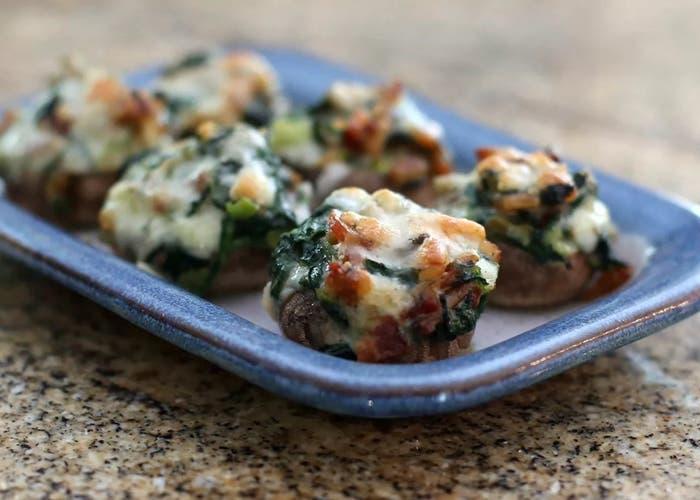 receta de champiñones rellenos de queso, espinacas y tocino