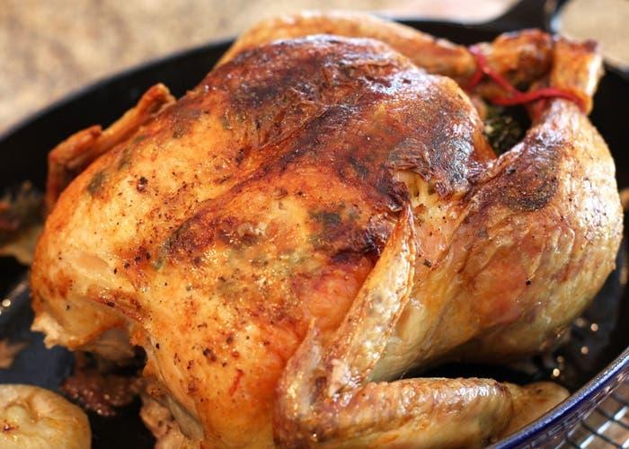 Receta de pollo asado relleno de cerdo y pistacho