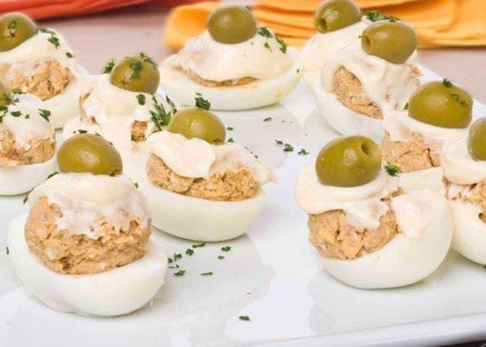 huevos rellenos de atún con mayonesa