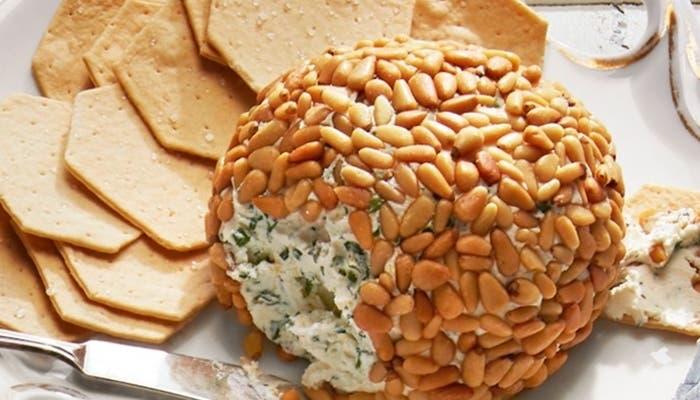 bolas de queso con hierbas