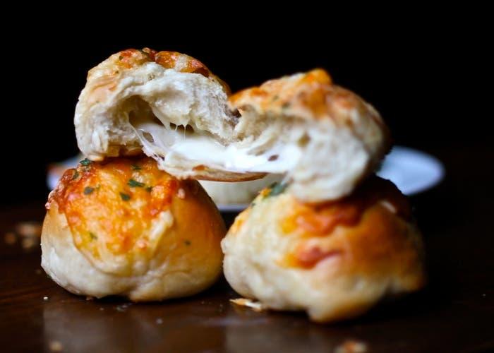 panes rellenos con salame y queso