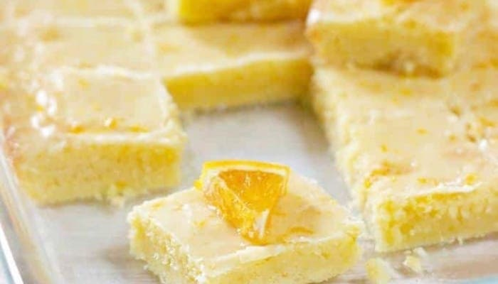 Brownies de naranja glaseados