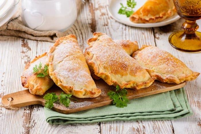Empanadas de frijoles negros y maíz
