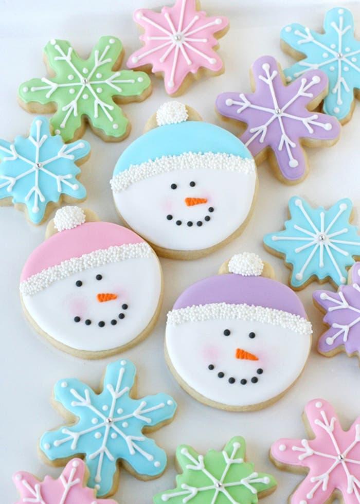 Galletas de muñeco de nieve glaseadas