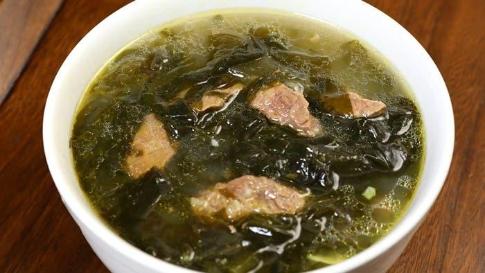 Sopa de algas coreana