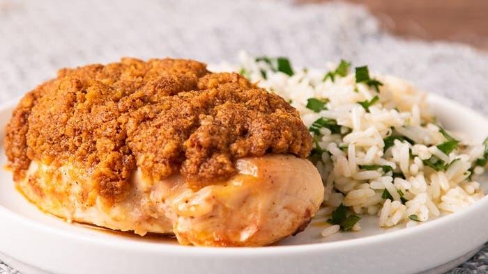 Pollo con crocante de cebolla