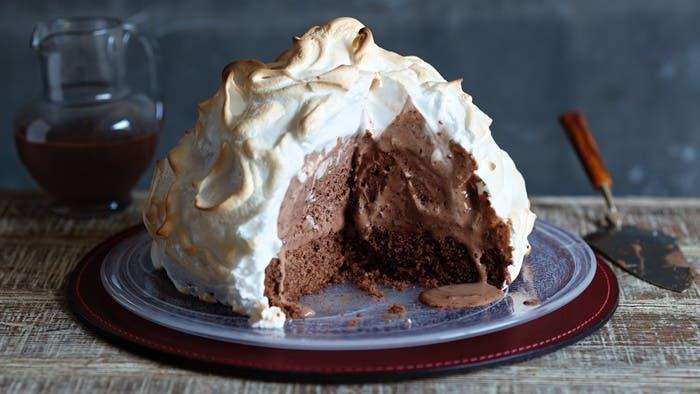 Tarta Alaska con merengue suizo tostado