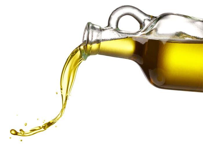 Jarra derramando aceite